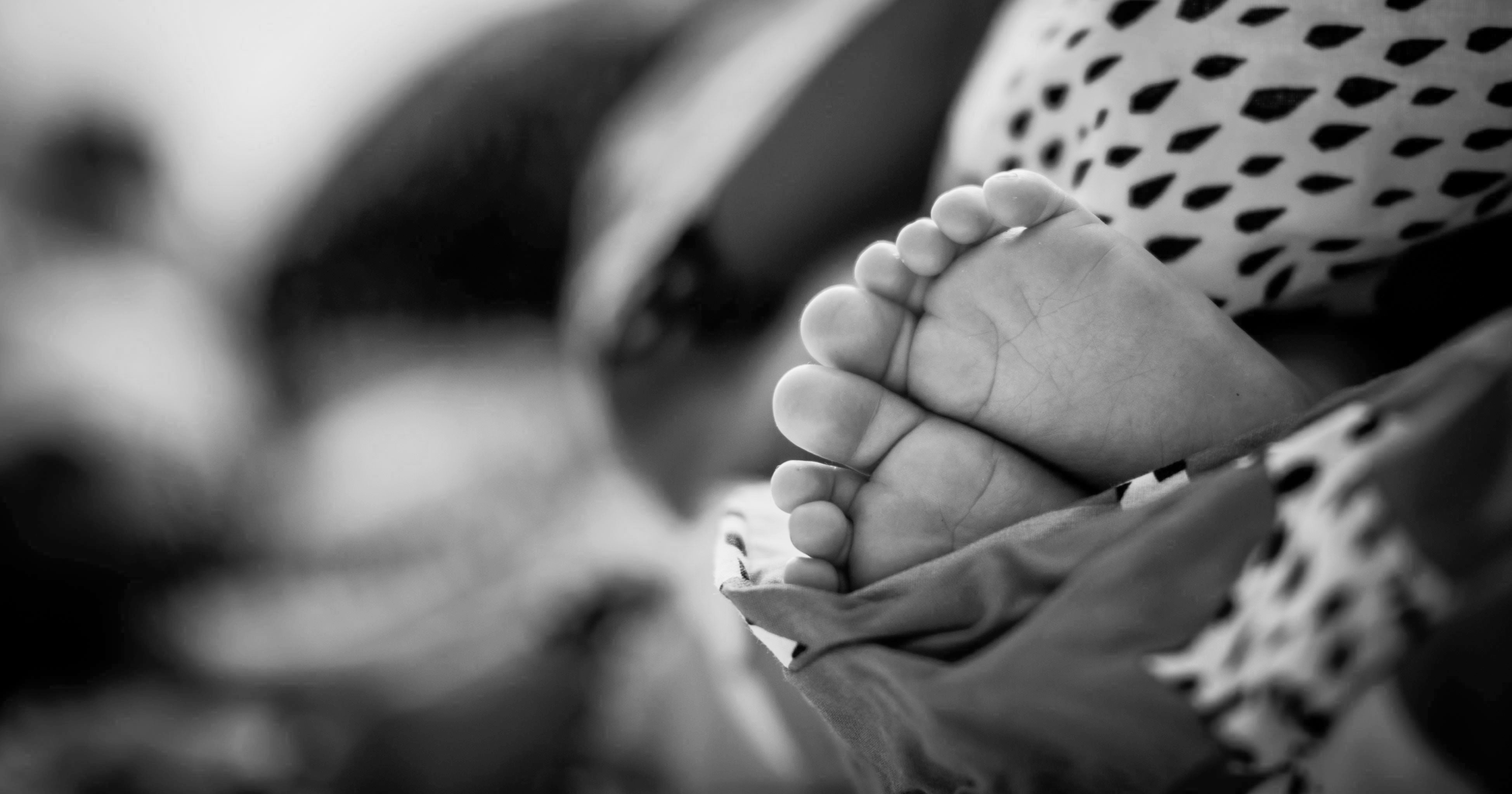 baby-baby-feet-black-and-white-590470